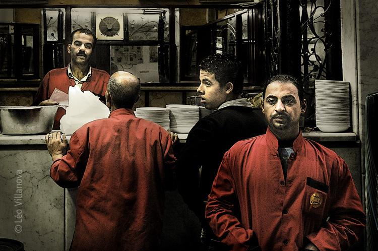 Cairo - Na porta do restaurante DRG 700