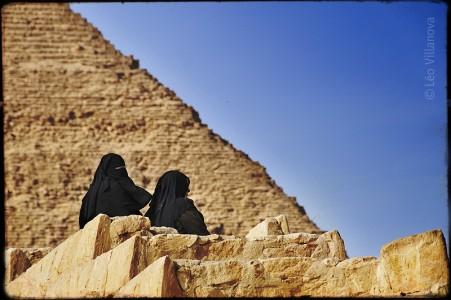 Cairo - mulheres na Piramide 700
