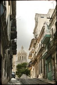 Habana Vieja - calle y iglesia 700