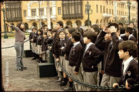 Lima - La Maestra y los estudiantes