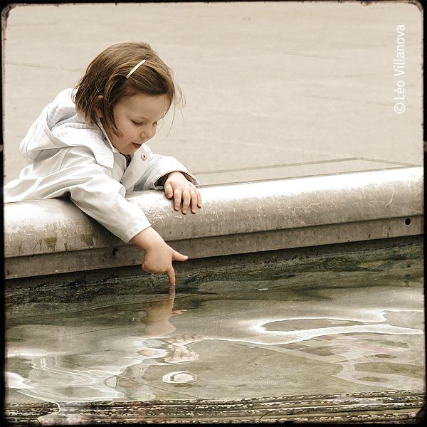 - a menina na fonte