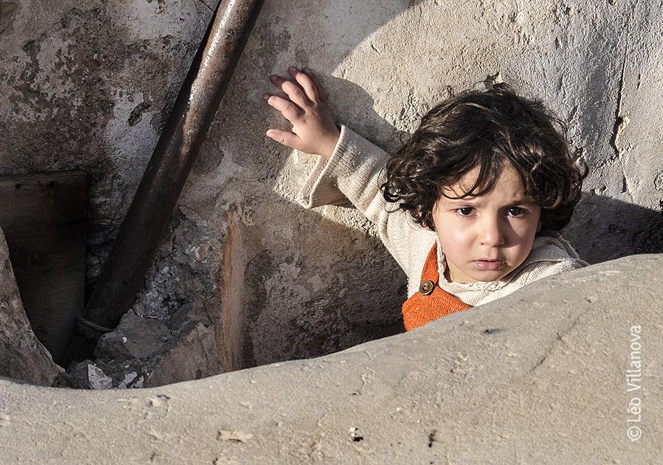 Hebron - Criança subindo no topo do prédio