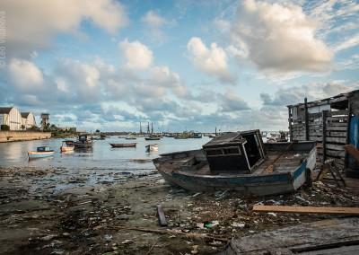 23 - Beira mar e lixo